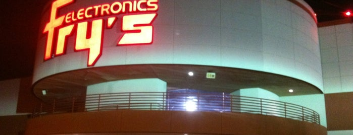 Fry's Electronics is one of Tempat yang Disukai Chris.