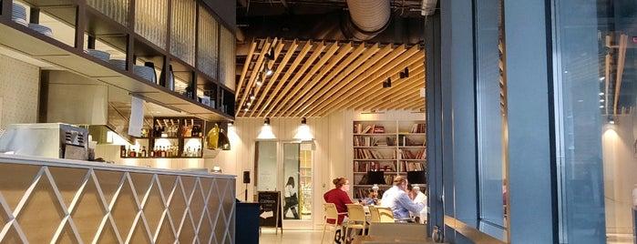 Cookbook Bar & Café is one of สถานที่ที่ Matt ถูกใจ.