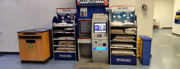 US Post Office is one of Posti che sono piaciuti a Kristy.