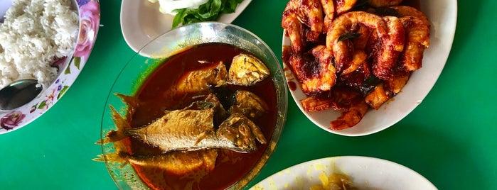 Kak Yang Gulai Panas Ikan Temenung is one of Posti che sono piaciuti a Rahmat.