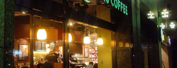 Starbucks Coffee is one of Tomさんのお気に入りスポット.
