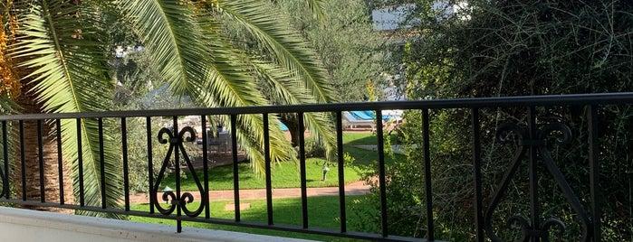 Marbella Club Hotel is one of Locais curtidos por Kuh.