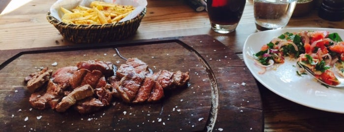 Nusr-Et Steakhouse is one of Locais curtidos por Kuh.