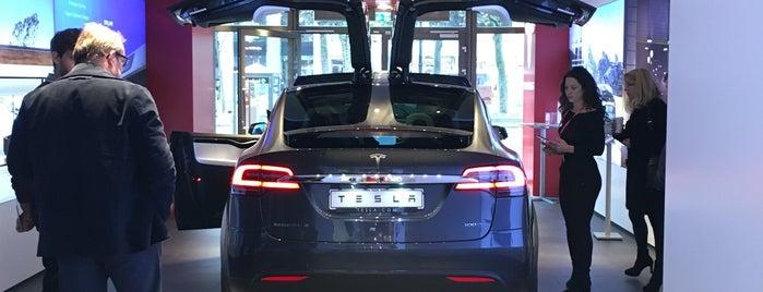 Tesla Store is one of Locais curtidos por Daniel.