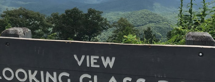 Looking Glass Rock Overlook is one of Mike'nin Beğendiği Mekanlar.