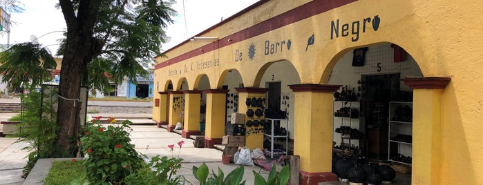 Mercado de Artesanías de Barro Negro Coyotepec is one of Fernando 님이 저장한 장소.