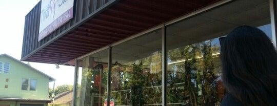 Yolo County SPCA Thrift Store is one of Locais curtidos por Rae.