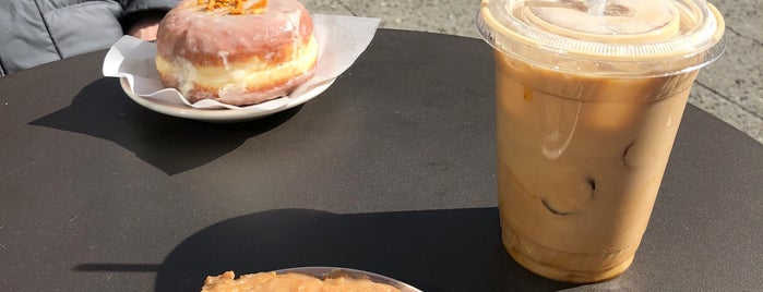 Half-n-half Doughnut Co is one of Cusp25さんのお気に入りスポット.