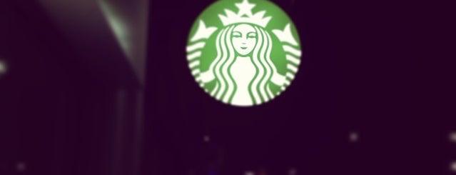 Starbucks is one of Reyna 님이 좋아한 장소.