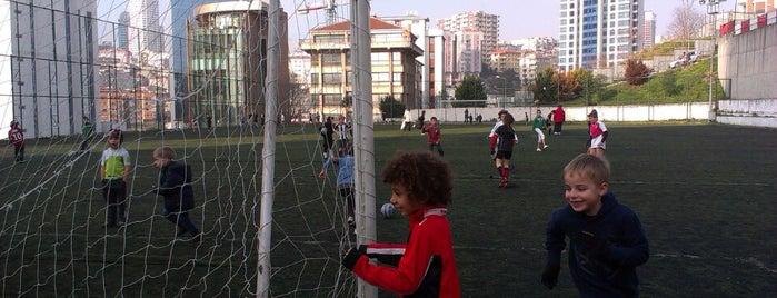 Dikilitas Spor Kulübü Tesisleri is one of สถานที่ที่ Ferhat ถูกใจ.