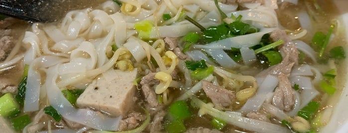 Phở King is one of Locais curtidos por Giovo.