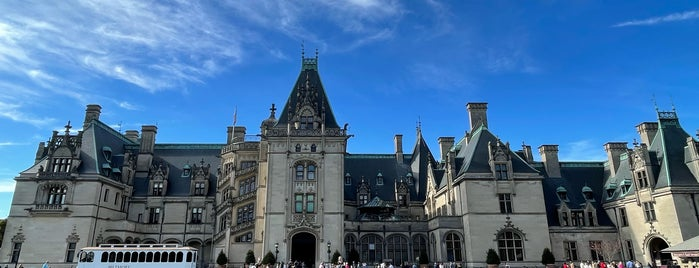 Biltmore House is one of Locais curtidos por Joao.