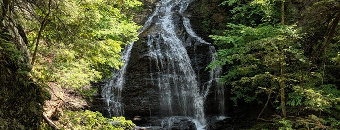 Moss Glen Falls is one of Nicholas'ın Kaydettiği Mekanlar.