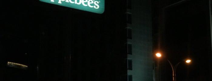 Applebee's is one of สถานที่ที่ Omar ถูกใจ.