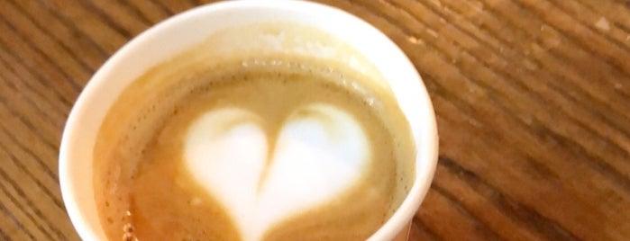 Flat White Specialty Coffee is one of สถานที่ที่ Omar ถูกใจ.