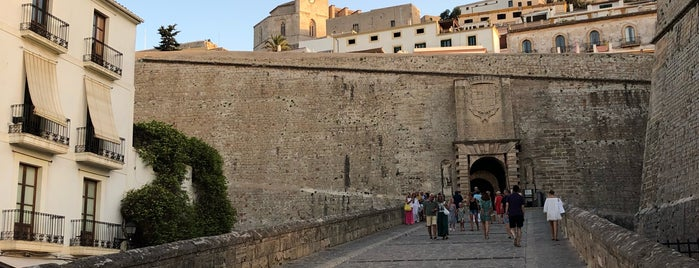 Dalt Vila is one of Ibiza to doby Jas.