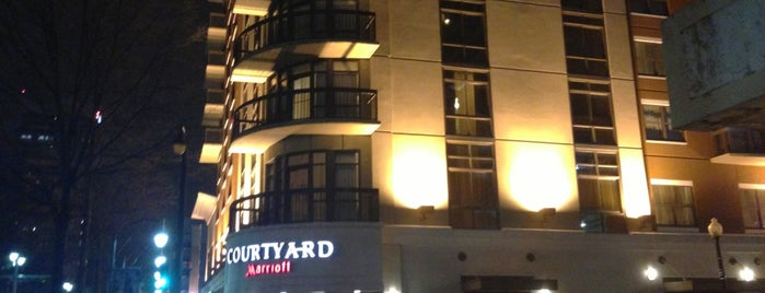 Courtyard Memphis Downtown is one of Lugares favoritos de Zachary.