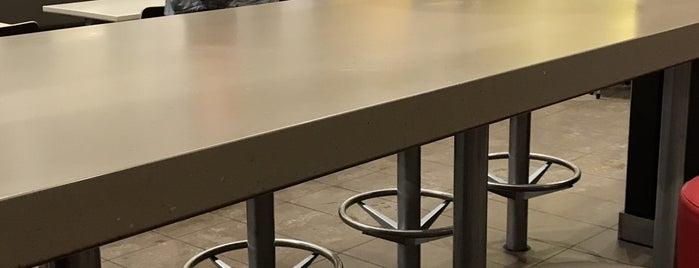 McDonald's is one of Lieux qui ont plu à Julie.