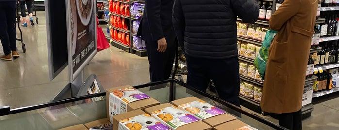 Whole Foods Market is one of Orte, die Bryan gefallen.
