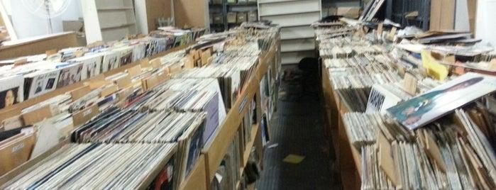 Revivendo Discos & Livros is one of Sebos.