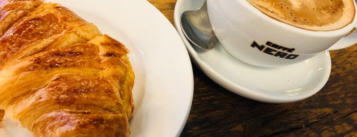 Caffè Nero is one of Johannaさんの保存済みスポット.
