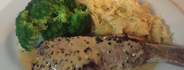 Izzy's Steak & Chop House is one of Locais curtidos por Katherine.