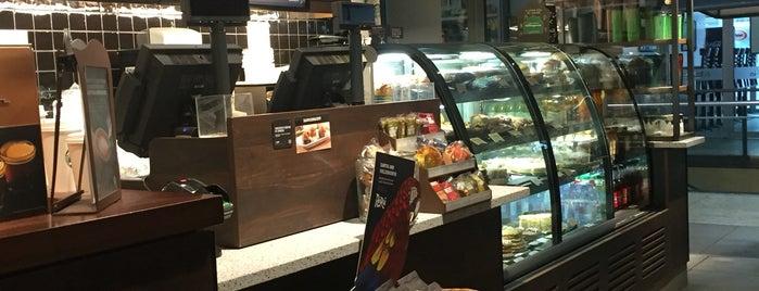 Starbucks is one of Lieux qui ont plu à Marco.