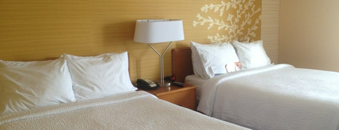 Fairfield Inn & Suites Denver Cherry Creek is one of Locais curtidos por Dominic.