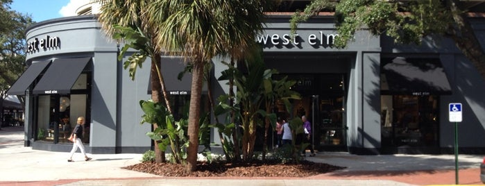 West Elm is one of Orte, die Melissa gefallen.
