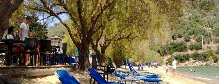 EΘΟΣ beach bar is one of Vasilis 님이 좋아한 장소.