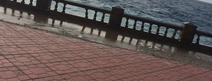 Jeddah North Beach is one of Orte, die Sharaf gefallen.