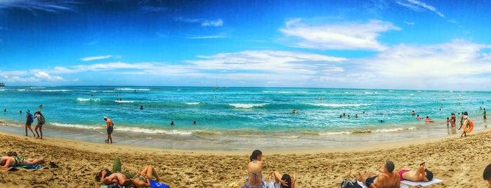 Waikīkī Beach is one of สถานที่ที่ Dennis ถูกใจ.