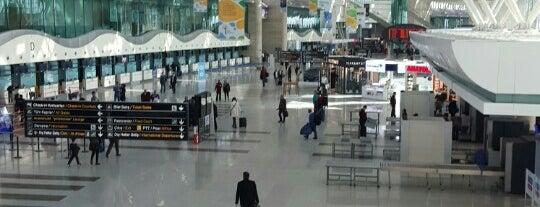 Ankara Esenboğa Havalimanı (ESB) is one of 🌜🌟hakan🌟🌛'ın Beğendiği Mekanlar.