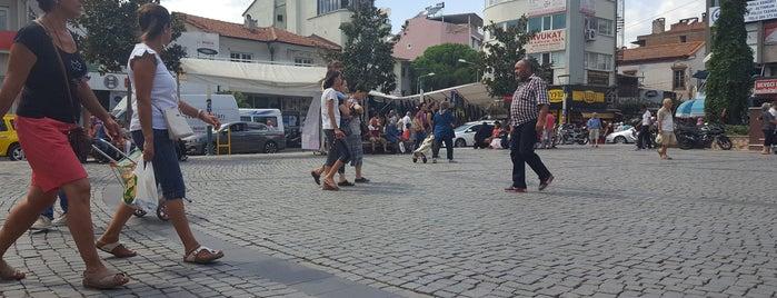Cumhuriyet Meydanı is one of Orte, die 🌜🌟hakan🌟🌛 gefallen.