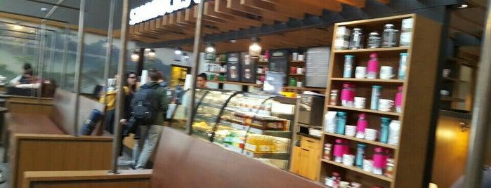 Starbucks is one of Orte, die 🌜🌟hakan🌟🌛 gefallen.