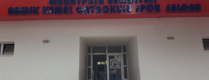 Namık Kemal Ortaokulu Kapalı Spor Salonu is one of Posti che sono piaciuti a 🌜🌟hakan🌟🌛.