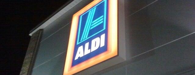 ALDI is one of Lugares favoritos de Larry.
