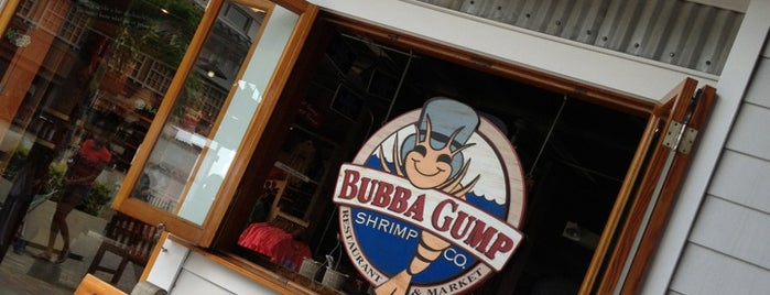 Bubba Gump Shrimp Co. is one of Tempat yang Disukai Jason.