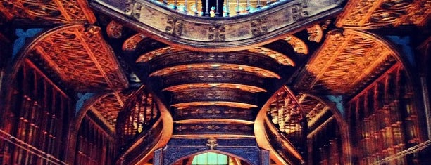 Livraria Lello is one of Harry Potter sights.