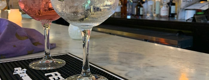 Gin & Tonic Bar is one of Amsterdam.