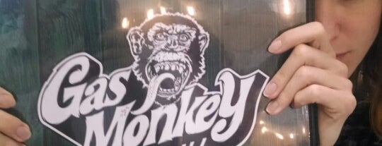 Gas Monkey Bar & Grill is one of Lugares favoritos de Val.