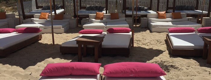 Mambo Beach Club is one of Gespeicherte Orte von Tuce.