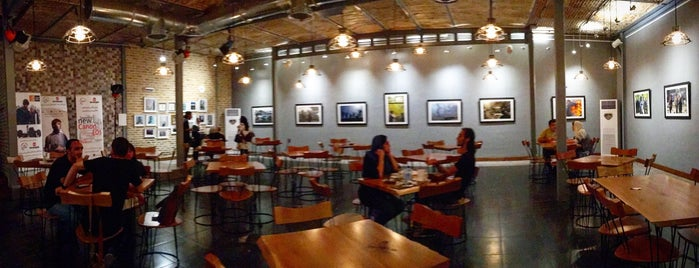 Shenakht Café | کافه شناخت is one of Tempat yang Disimpan Haleh.