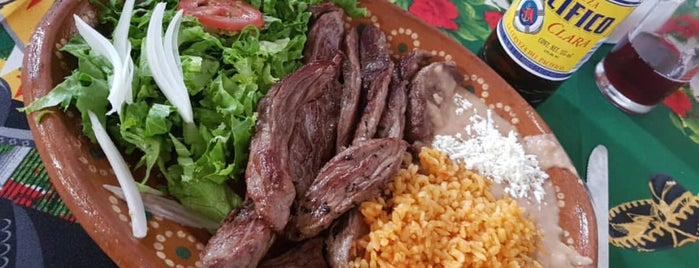 La Herradura  &  Steak House is one of สถานที่ที่ Gabriel ถูกใจ.