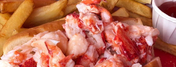 The Docksider Restaurant is one of Maine Trip To Do.