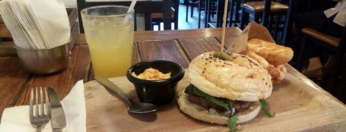 Tennessee Ribs & Burgers is one of Chilango25 님이 저장한 장소.
