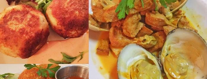 Sangria Restaurante, Tapas & Bar is one of Locais curtidos por Cecilia.