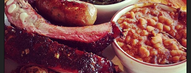 Podnah's Pit BBQ is one of Lugares favoritos de Noland.