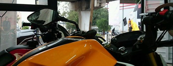 Honda Coventry Motos is one of สถานที่ที่ Elisheba ถูกใจ.