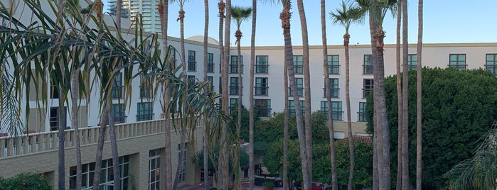 Tempe Mission Palms Hotel and Conference Center is one of Lugares favoritos de Justin Eats.